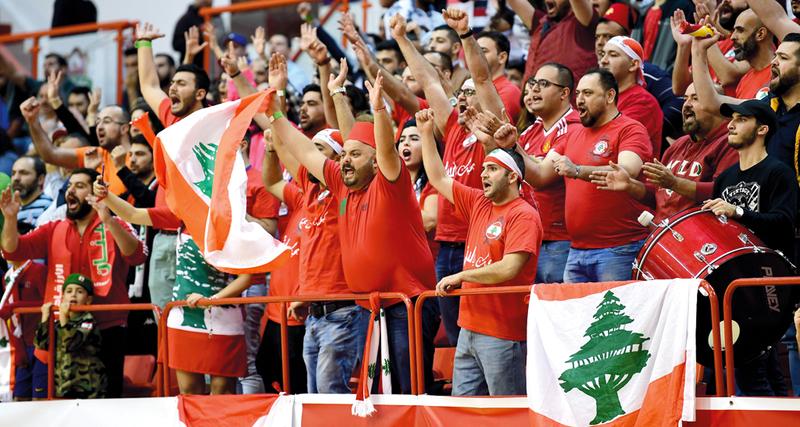 الطبول والأبواق حاضرة مع جمهور الهومنتمن اللبناني في المدرجات. تصوير: باتريك كاستيلو