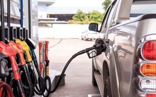 الصورة: أبرز 10 سيارات في قطع المسافات بعد سطوع ضـوء «مؤشر نفاد الوقود»