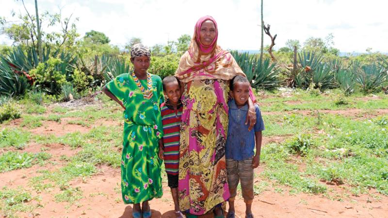 إثيوبية نازحة مع أطفالها بسبب العنف العرقي في مقاطعة «داروليبو» شرق إثيوبيا.  أرشيفية