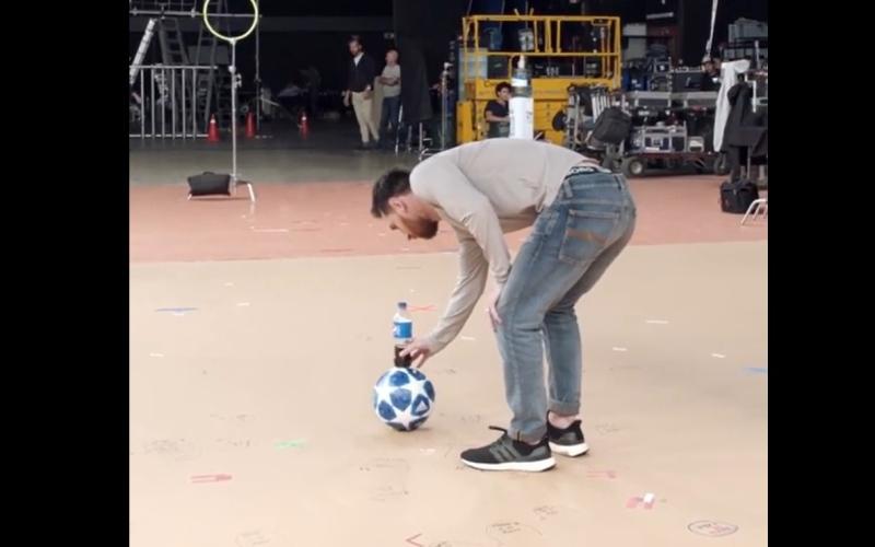 الصورة: بالفيديو: ميسي يرد على محمد صلاح بمهارة جديدة