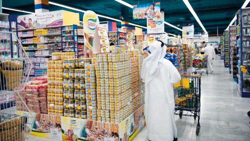 نصائح للمستهلكين بالتعرف إلى المعلومات الخاصة بالمنتج قبل شرائه ومقارنة الأسعار. أرشيفية