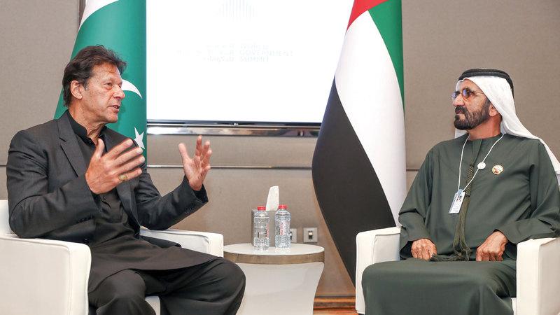 محمد بن راشد خلال استقباله عمران خان. من المصدر
