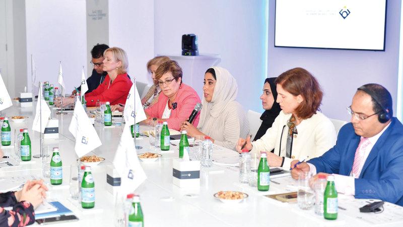 المري خلال ترؤسها النسخة الرابعة من «حلقات التوازن العالمية» ضمن فعاليات «منتدى التوازن بين الجنسين». من المصدر