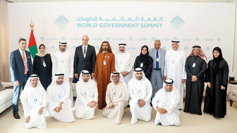 محمد بن راشد خلال لقائه شركاء استراتيجيين لمنصة «مدرسة» على هامش فعاليات القمة العالمية للحكومات. وام