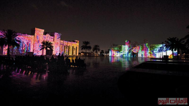 حيث دمجت العروض بين التراث العربي والمحلي والفنون المعاصرة، ويستقطب المهرجان الآلاف من الزوار من مختلف الإمارات، للاستمتاع بالعروض الفنية الممزوجة مع الموسيقى الراقية.