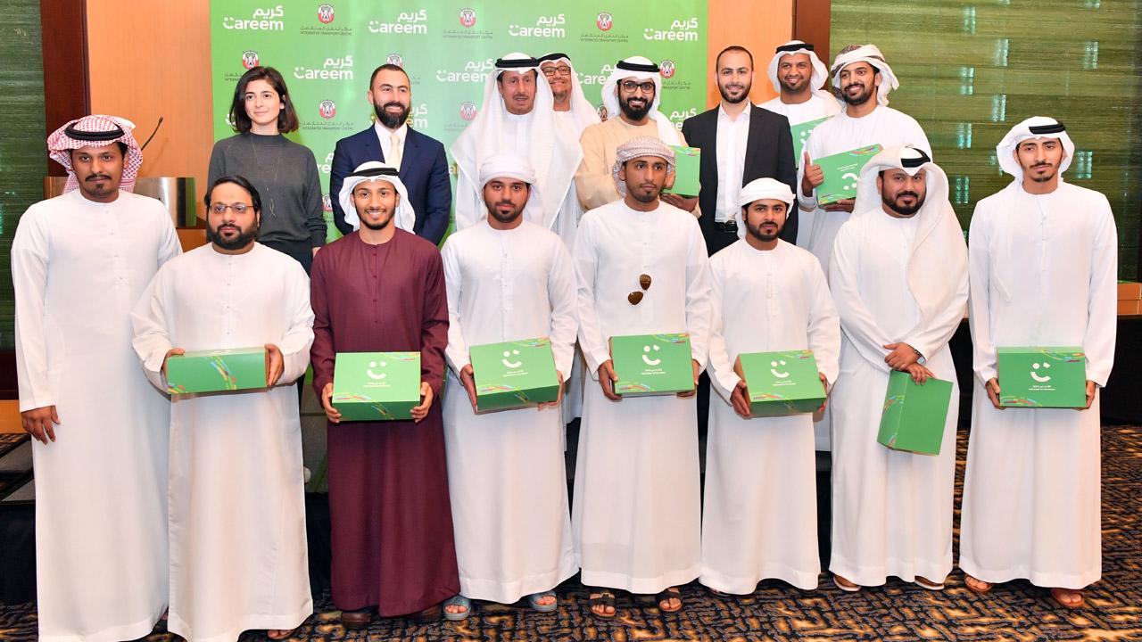 المواطنون الـ 14 يمثلون الدفعة الأولى من الراغبين في الانضمام إلى أسطول الشركة.  تصوير: نجيب محمد