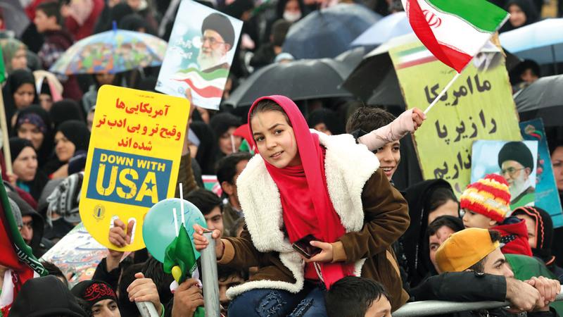 إيرانيون يحتفلون بالذكرى السنوية الـ 40 للثورة.  إي.بي.ايه