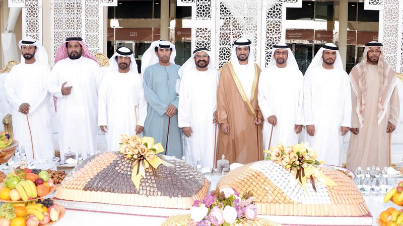 2- حمد بن سهيل الخييلي والعريس ووالده ووالد العروس وعدد من الشخصيات