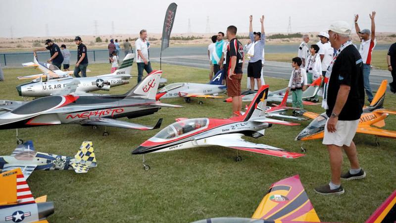 الطائرات المشاركة في بطولة «دبي ماسترز» تستعد للتحليق في سماء دبي. من المصدر