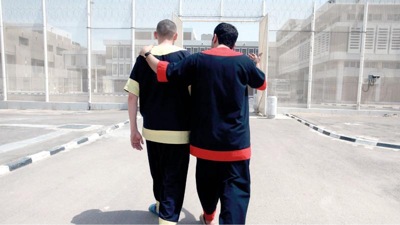 إدارة البنك تتابع إجراءات خروج (محمد) من السجن. أرشيفية.