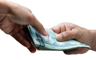الصورة: مواطنون يفقدون أموالهم في الاستثمار بـ «عملة مشفّرة»