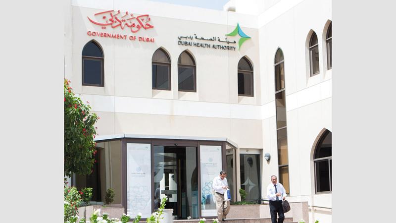 «صحة دبي» تزوّد مستشفى حتا بأجهزة أشعة رنين  مغناطيسي متطوّرة. تصوير: أحمد عرديتي