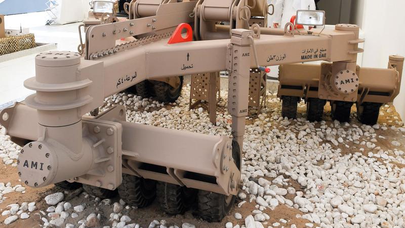 الروبوتات لها دور كبير في العمليات العسكرية المستقبلية.  وام