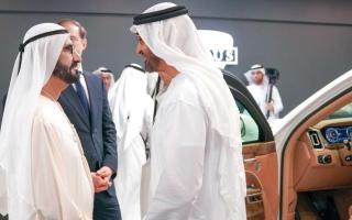 الصورة: محمد بن راشد ومحمد بن زايد يتفقّدان أجنحة الشركات الوطنية والدولية في «آيدكس»