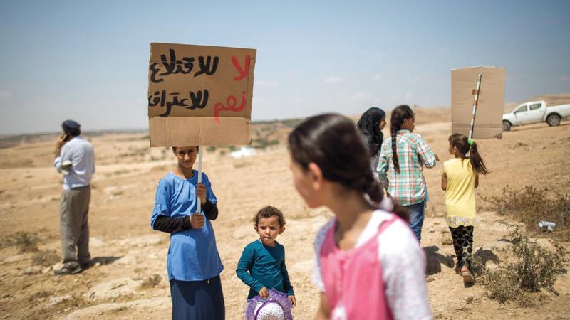 إسرائيل تنوي اقتلاع بدو النقب لصالح إنشاء معسكرات لجيشها ومشروعات اقتصادية. الإمارات اليوم