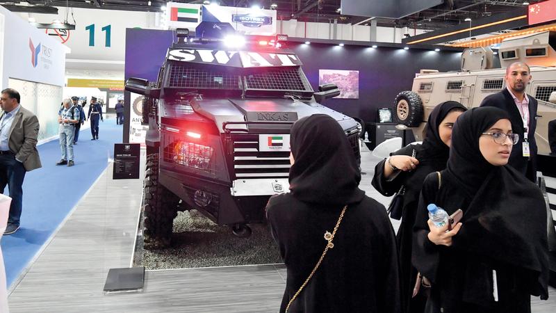 بيئة العمل المناسبة للمرأة الإماراتية مكنتها من تحقيق النجاح والتميز في مجال عملها. تصوير: نجيب محمد