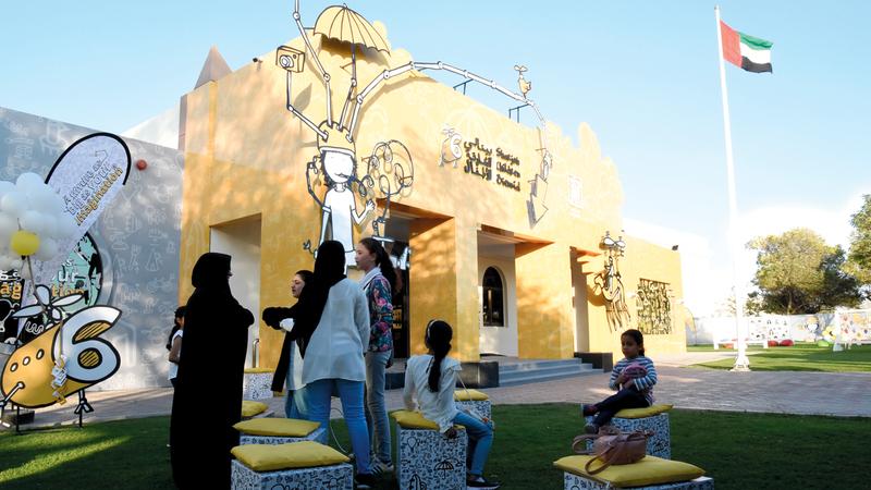 قدم البينالي في اليوم الأول ورش عمل متنوّعة للأطفال. تصوير: أسامة أبوغانم