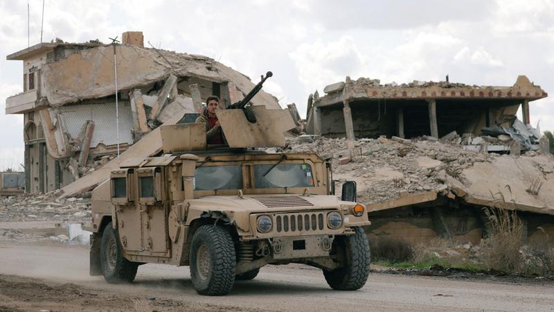 مقاتلون من قوات سورية الديمقراطية في بلدة الباغوز السورية.  رويترز