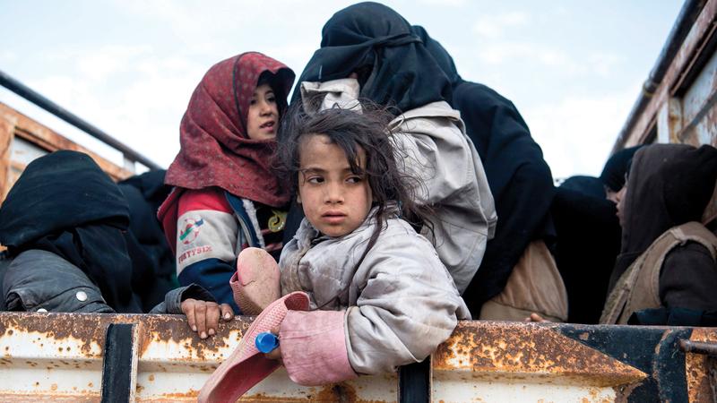 مدنيون يفرون من بلدة الباغوز.  أ.ف.ب