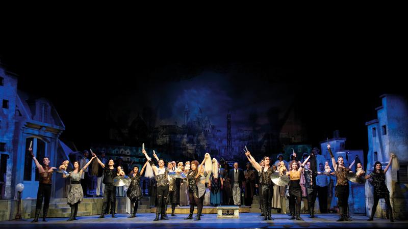 المسرحية يتم تقديمها بقالب يجمع بين الكوميديا والرومانسية وتأخذ الجمهور إلى تراث فيينا الموسيقي.  تصوير: أحمد عرديتي