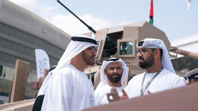 محمد بن زايد اطلع على أهم التقنيات العسكرية والدفاعية والاتصالات وأنظمة الحماية والأمن.  وام