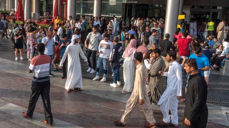 الإمارات تحتضن 200 جنسية تعيش في سلام ووئام. الإمارات اليوم