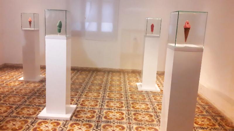 منحوتات الآيس كريم داخل قوالب زجاجية. الإمارات اليوم