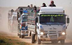الصورة: المدنيون يغادرون الباغوز.. و«قسد» تستعد لمهاجمة «معقل داعش الأخير»