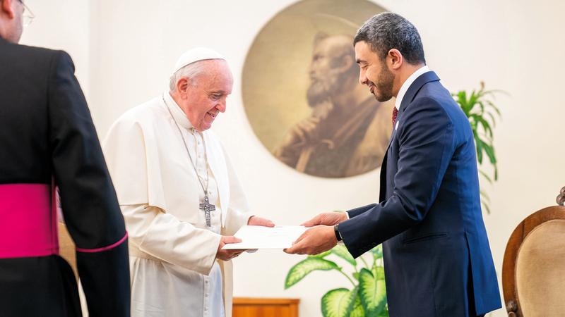عبدالله بن زايد يسلم قداسة البابا فرنسيس رسالة محمد بن زايد. وام