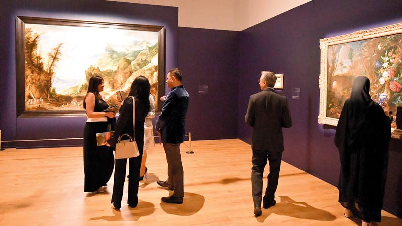 الأعمال تنقسم إلى موضوعات عدة مرتبطة بالمناظر الطبيعية الأوروبية. تصوير: نجيب محمد