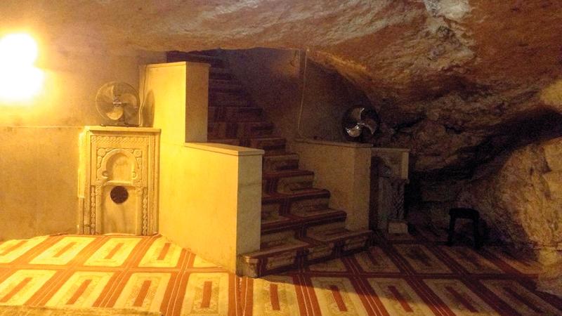 مغارة الأرواح أسفل قبة الصخرة المشرفة.