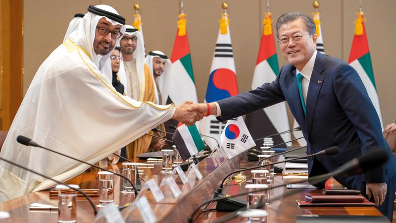 محمد بن زايد ورئيس جمهورية كوريا بحثا علاقات الصداقة والتعاون الاستراتيجي بين البلدين. وام