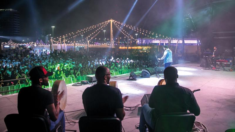 يتضمن المهرجان أكثر من 50 عرضاً موسيقياً من 12 دولة حول العالم.  من المصدر