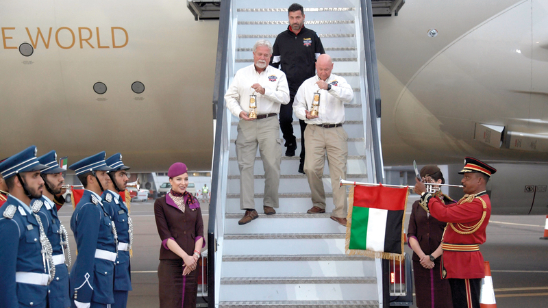 لحظة وصول شعلة الأولمبياد الخاص إلى مطار أبوظبي عبر رحلة الاتحاد للطيران قادمة من العاصمة اليونانية أثينا، إيذاناً بقرب انطلاق «الألعاب العالمية أبوظبي 2019».  وام