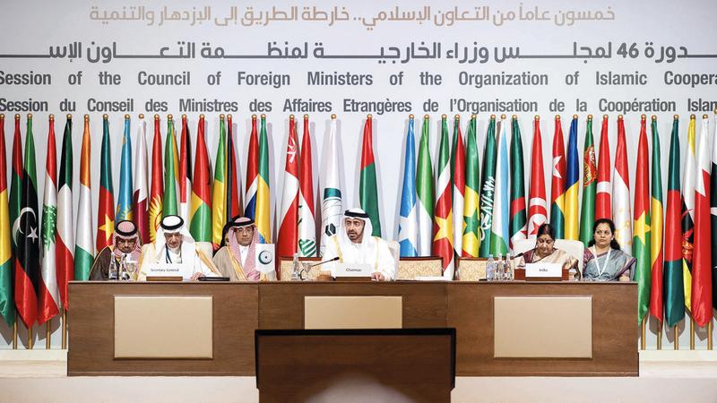 عبدالله بن زايد خلال ترؤسه أعمال الدورة الـ 46 لمجلس وزراء خارجية «التعاون الإسلامي».  وام