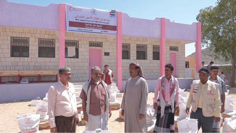 «الهلال» خلال افتتاح مجمع عزان التربوي في مديرية الوضيع. وام
