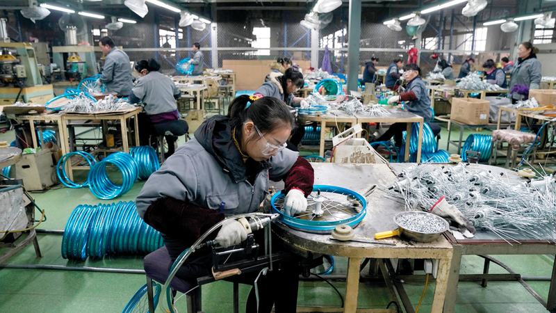 تعاني شنغهاي نقصاً في الأيدي العاملة لأن معظم سكانها  من المسنين. رويترز