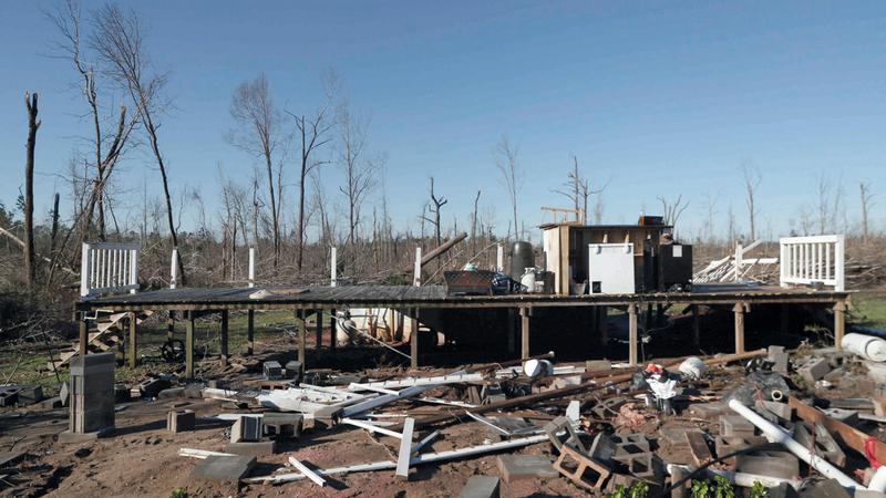 أحد المنازل في ألاباما بعد أن دمرته الأعاصير.  رويترز