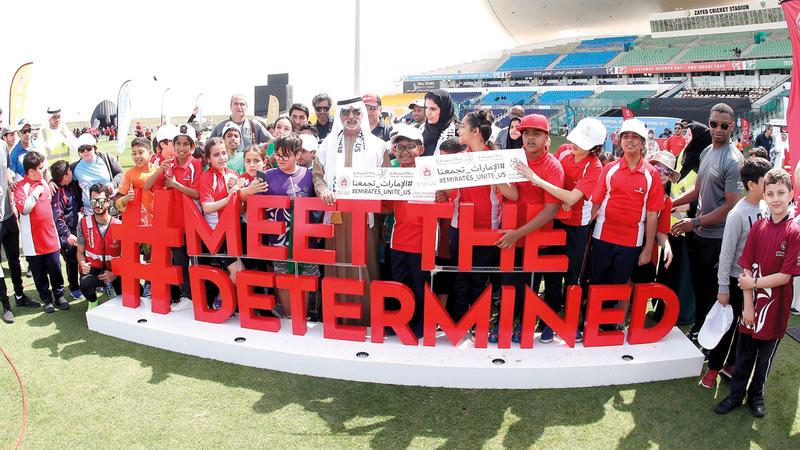 نهيان بن مبارك خلال متابعته فعاليات اليوم الرياضي الوطني باستاد زايد للكريكت في أبوظبي. وام