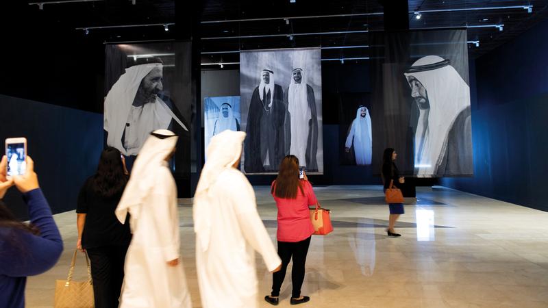 مجموعة كبيرة من الصور تعود إلى ستينات وسبعينات القرن الماضي للوالدين المؤسسين عرضت في متحف الاتحاد.  تصوير: أحمد عرديتي