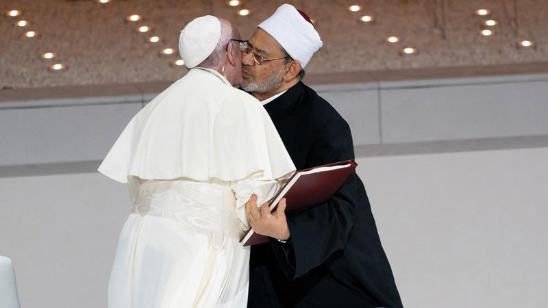 أبوظبي جمعت شيخ الأزهر وبابا الكنيسة الكاثوليكية لتوقيع وثيقة الأخوة الإنسانية.  أرشيفية