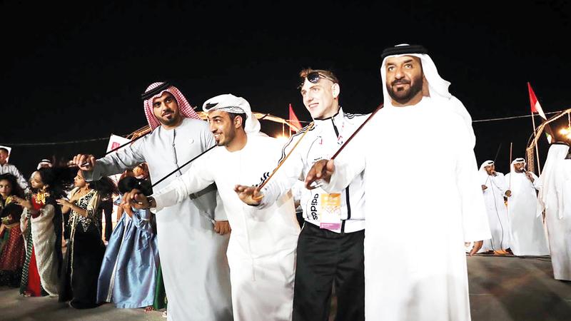 جانب من الفعاليات التراثية خلال استقبال وفود الأولمبياد الخاص في رأس الخيمة.  من المصدر