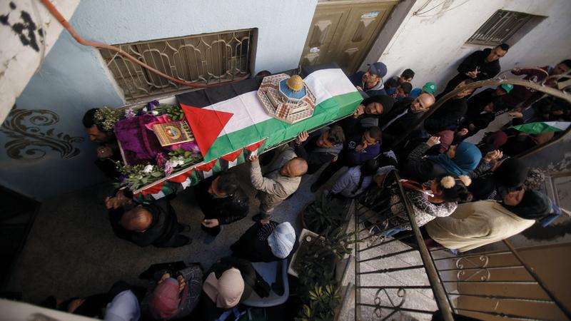 تشييع جثمان الشهيدة سماح مبارك في الضفة أمس. أسوشيتد برس
