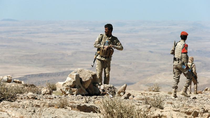 جنود يمنيون في منطقة نهم القريبة من صنعاء.     رويترز