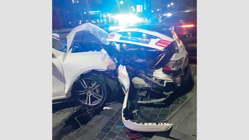 السائقة اندفعت بمركبتها فجأة واصطدمت بـ3 مركبات. من المصدر