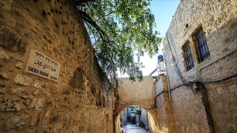 العقبات في أزقة البلدة القديمة بالقدس أبرز المعالم التاريخية والأثرية الشاهدة على عروبة المكان. الإمارات اليوم