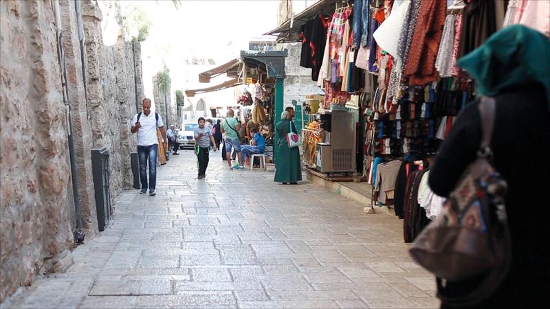 «طريق الواد» داخل الحي الإسلامي في البلدة القديمة ويمتد من باب العامود حتى المسجد الأقصى المبارك. الإمارات اليوم