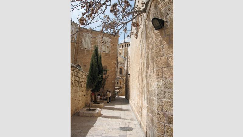 كنيسة نياحة العذراء «دور ميثيون» في البلدة القديمة.  الإمارات اليوم