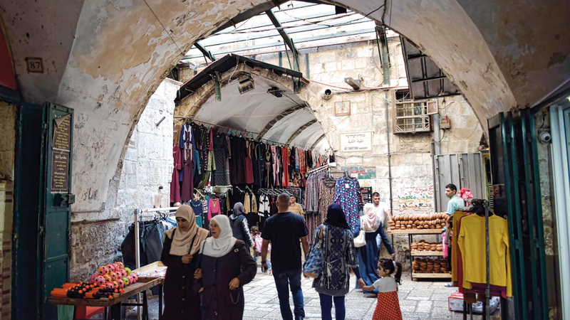 شارع باب المجلس في «طريق الواد» أحد معالم  الحي الإسلامي في البلدة القديمة.  الإمارات اليوم
