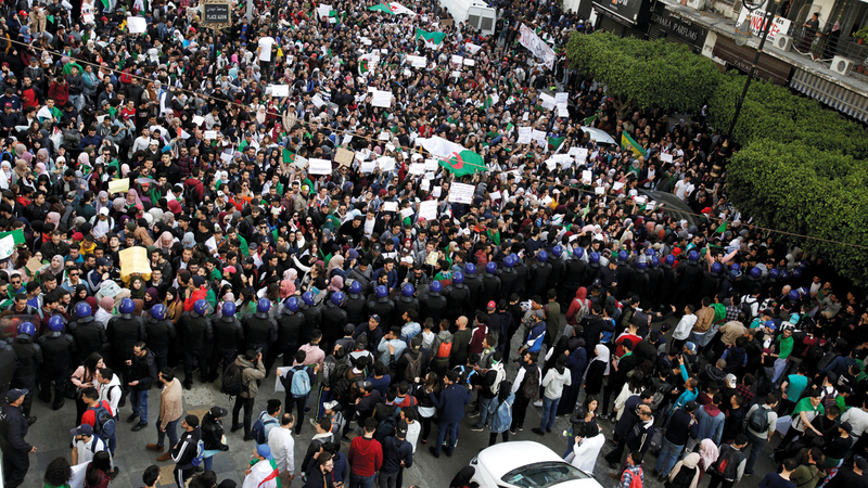 التظاهرات الضخمة انتشرت في معظم مدن الجزائر. رويترز